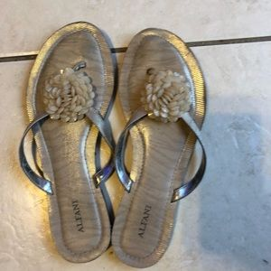 Pre loved in good condition. Cute flip flops